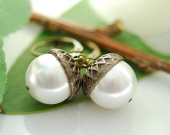Fall wedding jewelry, Acorn earrings, Autumn wedding, Dangling pearl earrings, Bridesmaids earrings, Woodland wedding, June birthstone