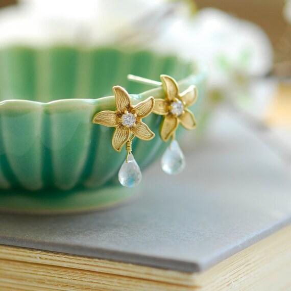 Moonstone Earrings - Gold stud earrings - June birthstone jewelry - Gold flower earrings - beach wedding - moonstone jewelry
