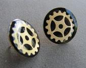 Steampunk or Diselpunk Post G-earrings with brass finish gears.