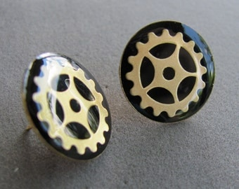 Steampunk or Diselpunk Post G-earrings with brass finish gears.