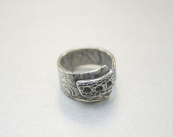 Fine silver ring with beautifully textured band