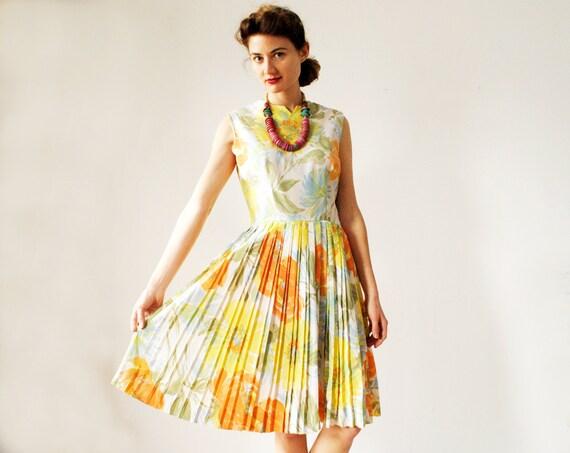 Vintage 1960s Floral Dress Full Skirt Medium