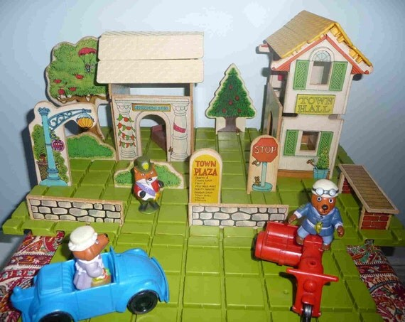 Richard Scarry Puzzletown Low Tech Toy Town To Build