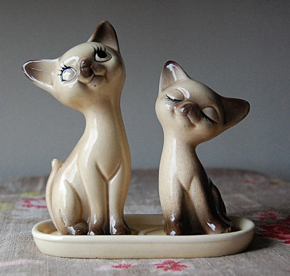 Vintage Ceramic Siamese Cat Salt and Pepper Shaker.