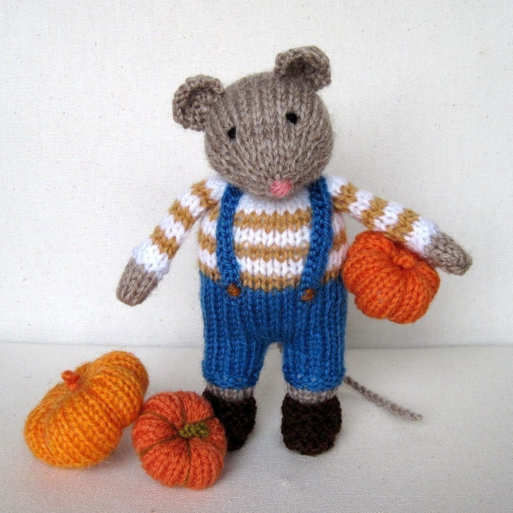 Knitting Pattern Toy Mice : Pip the Mouse and pumpkins knitting pattern INSTANT DOWNLOAD