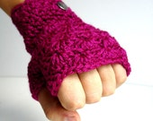 Handmade   Magenta Fingerless Gloves With Vintage Buttons