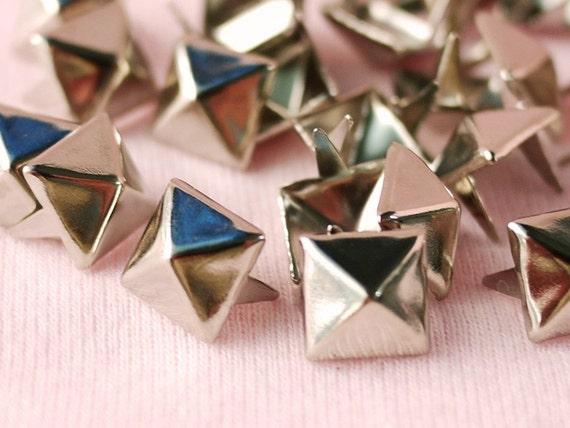 100 pcs Pyramid Metal Stud (Galvanized) 11 mm