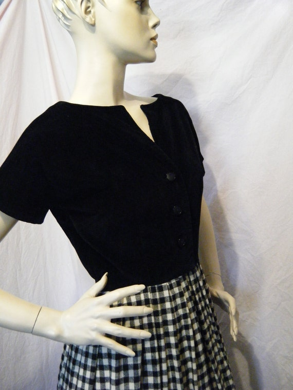 SALE 20% off was 40 now 32 Gingham is Freedom vintage 1950s Day Dress with Velvet bodice Medium