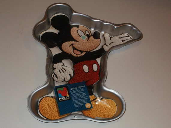 New Mickey Mouse 2 Layer Cake Pan By Wilton With Paper Insert