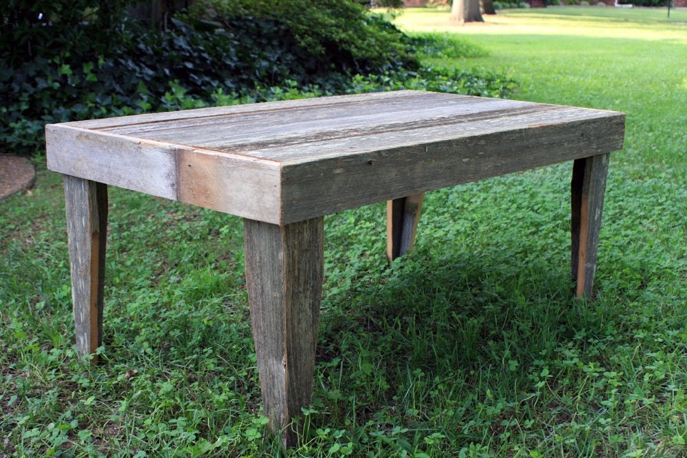 Rustic outdoor coffee table gray wood coffee table outdoor for Barnwood outdoor table