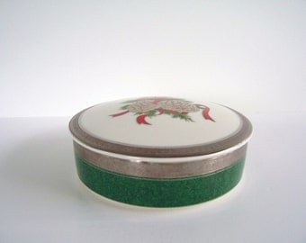Vintage Covered Dish Christmas Covered Dish Red Green Merry Christmas Gift Stocking Stuffer Candy Nut Dish Holiday