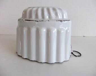 Vintage Metal Mold White Enamel baking mold  Oven Wall Decor Primitive cookware