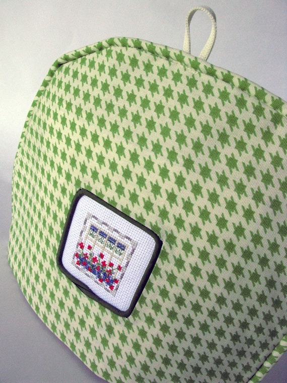 Tea Cosy/Cozy / Houndstooth Spring Green w/ Cross Stitch Inset