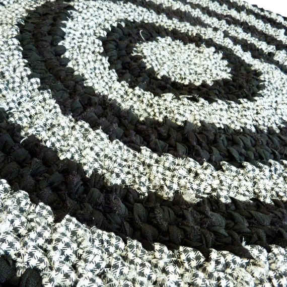 Round Rag Rug Black And White: Items Similar To Black And White Round Toothbrush Rug On Etsy