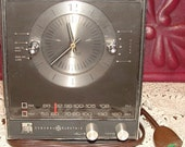 Fun Vintage General Electric Fully  Functional Clock and Radio