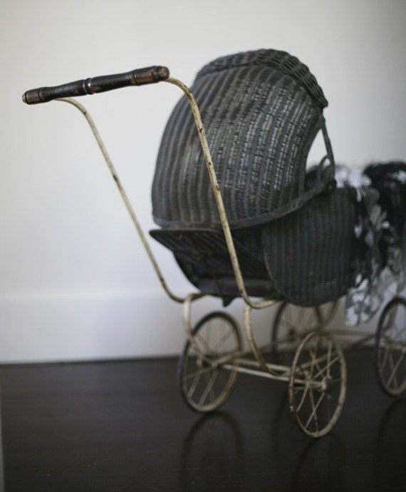 Antique Babydoll Carriage