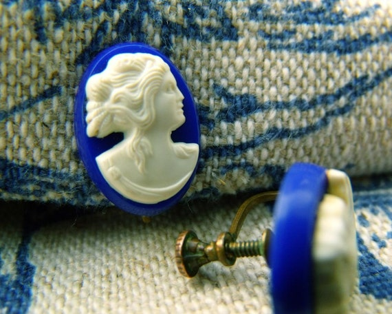 50s tiny cameo navy blue white screwback grecian earrings