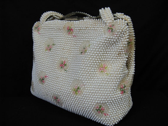 1950's bead purse. pink flower corde lumared beaded handbag.