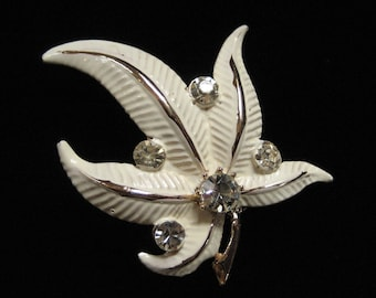 1950's Cream Enamel Leaf Brooch