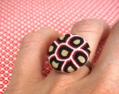 Janna Ring - naturally geometric covered button adjustable in red, black, neutral