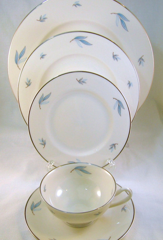 Reserved for T. Vintage Syracuse Celeste Blue/Silver 5-Piece Fine China Place Setting