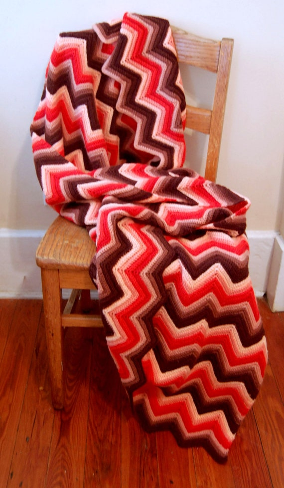 1970s Vintage Knit Blanket in Hot Pink and Brown Zig Zag Pattern