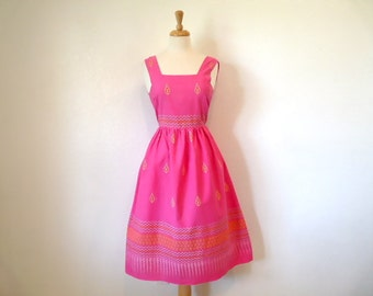 Vintage 1950s Dress Cotton Pink Paisley Print Summer dress Small