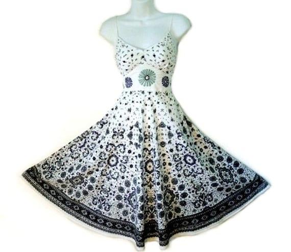 SALE 80's Sundress Sweetheart Dress MAGIC Cotton Embroidered Sun Dress Pin-up Full Circle-Skirt
