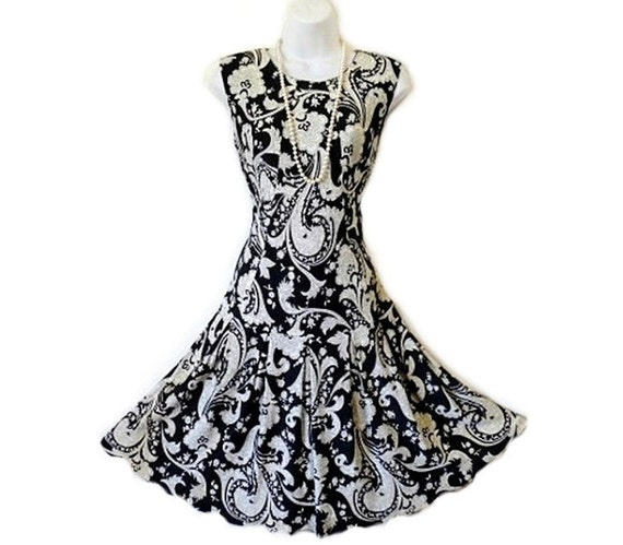 SALE Vintage 1960s dress Paisley dress Sleeveless Summer Pleated Drop Waist dress, Shade of black and white S/M