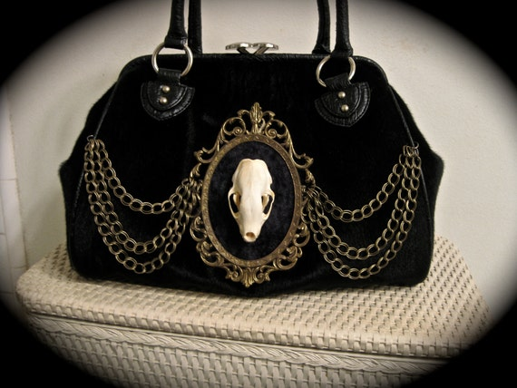 Taxidermy Skunk Cameo Kiss Lock Purse - Antique Gold Faux Fur