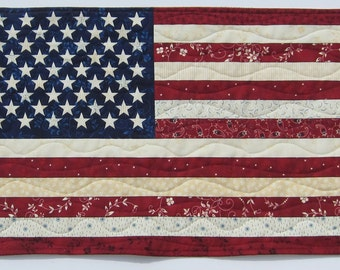 American Flag Placemat or Wall Quilt Size 15 x 10 inches