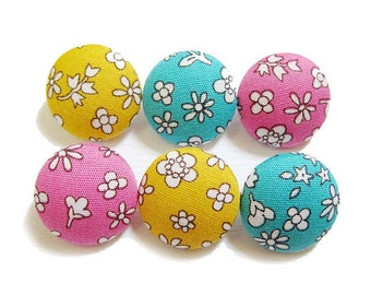 Sewing Buttons / Fabric Buttons - Mini Blooms - 6 Medium Buttons - Fabric Covered Buttons