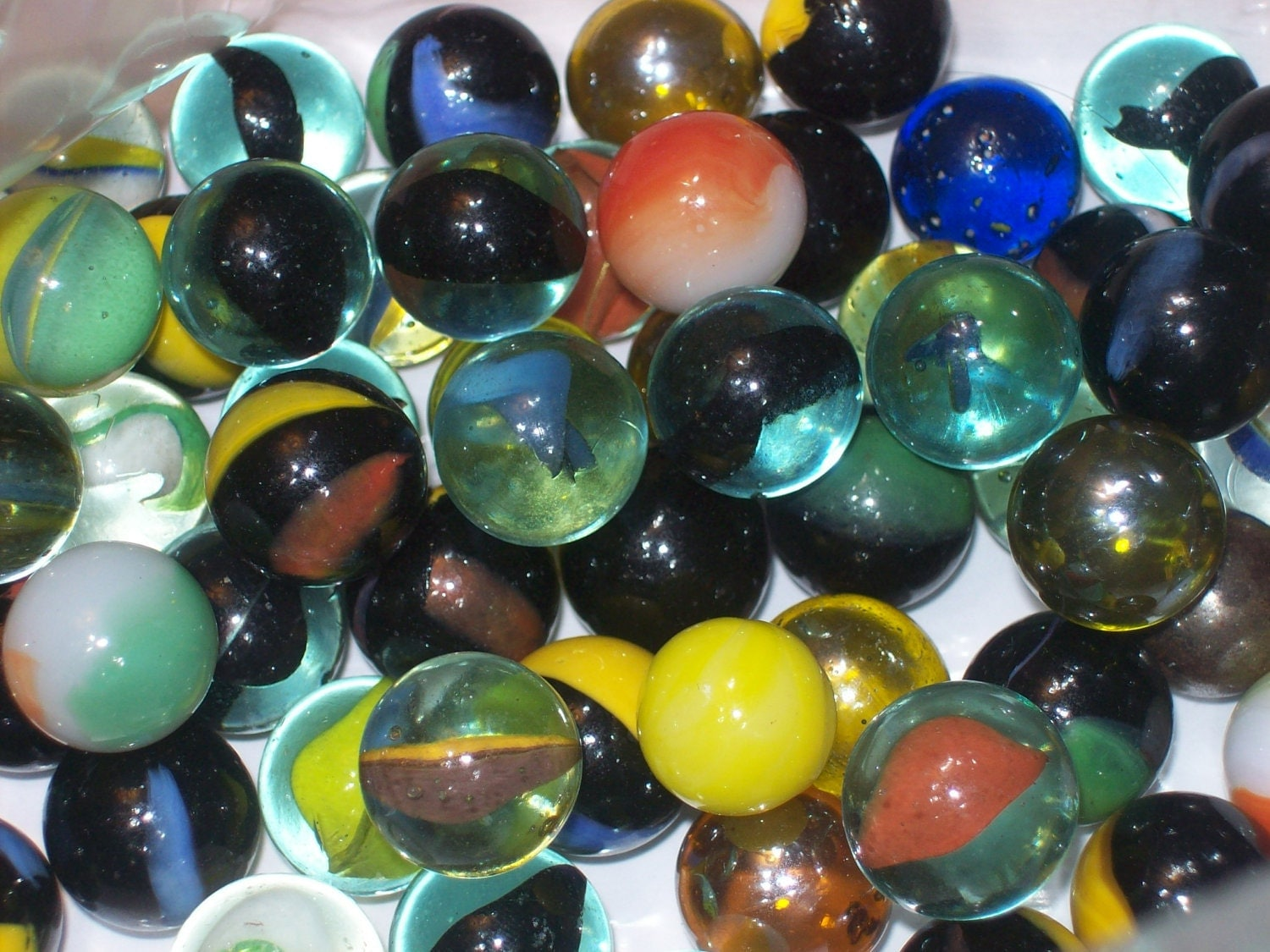 Vintage Set Of 80 Rare Multi Colored Cats Eye Glass Round