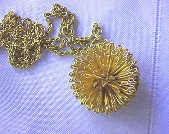 Gold tone RETRO  Flower Pendant  & Chain  Sale 45% off  Was 15 now only 8