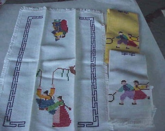 Vintage Embroidered  guest towels   and napkin