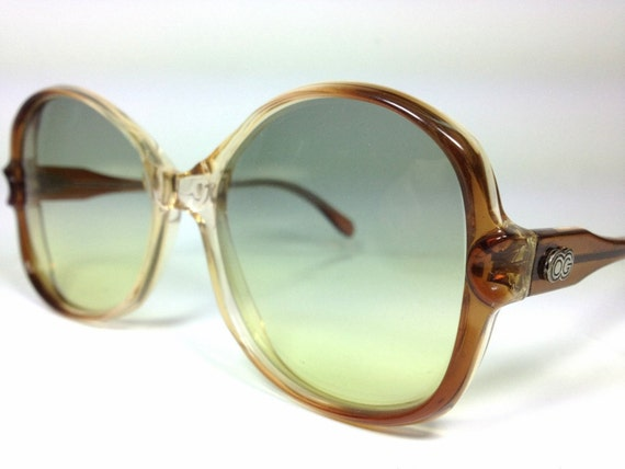 50% OFF SALE - 80's Vintage Ladies Round Frame Sunglasses