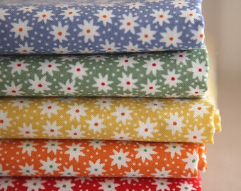 Petit Floral on Cotton  Fat quarters set of 5, U2452