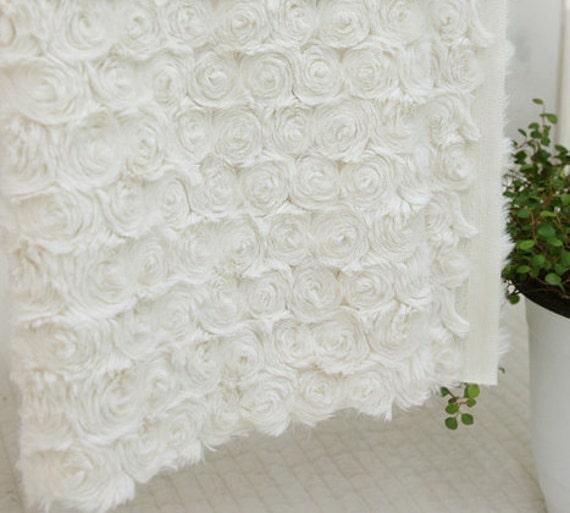 Roses Faux Fur Ivory WIDE 160cm, A Yard, U2959