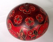 Hummingbirds and Flowers carved gourd box (red)