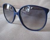Luxottica Italian 1980's  Oversized Sunglasses Navy Blue & White gray fade lenses