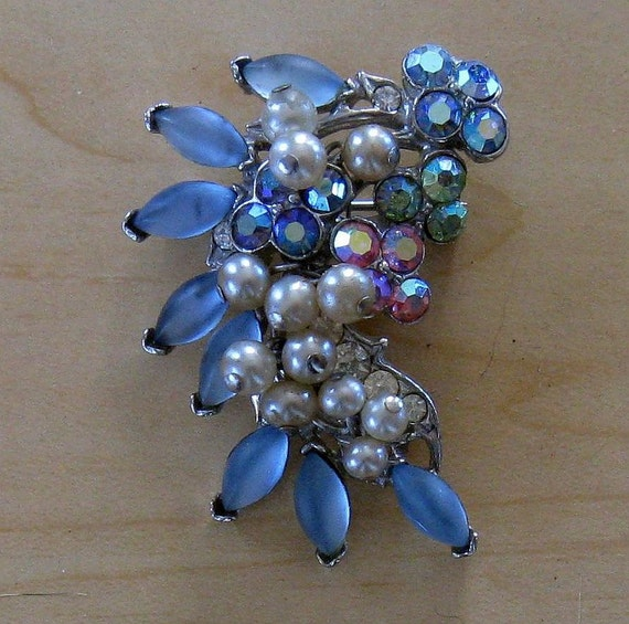 FLORENZA Faux Pearl and Blue Cabachon Brooch (B-1-1)