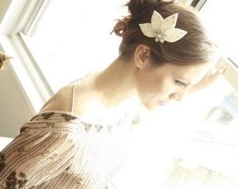 Beautiful Bridal Fascinator Hair Comb with Swarovski Rhinestones