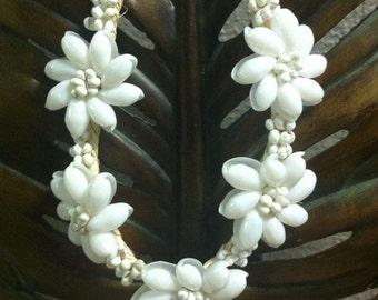 WHITE MONGO/BUBBLE shell necklace