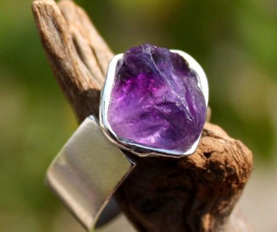 Rough amethyst ring
