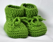 Baby Booties -Booties that Stay On in Apple Green