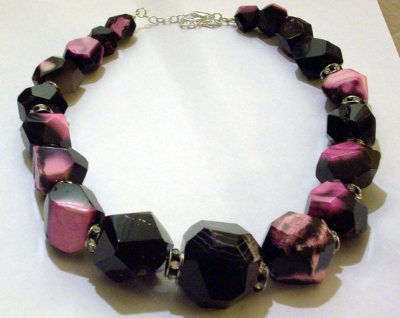 Big Bold Chunky Necklace Black Pink Agate Statement Necklace Large Black Stone Beaded Necklace Big Black Hot Pink Stone Graduated Necklace