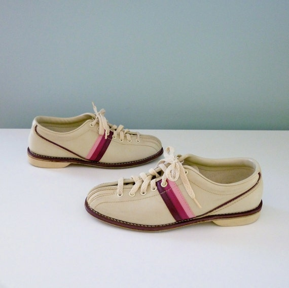 Cute Vintage Bowling Shoes 70s 80s Cream White Pink Stripe Sliders Women 7