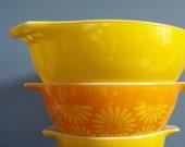 SALE - Oh, Daisy - Pyrex Nesting Bowls, Set of Three