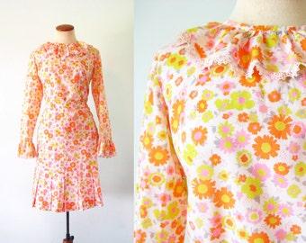 1960s Mod Skirt and Top Set Flower Power Vintage 60s Dress Ruffled Collar Cuffs Spring Twiggy S Small M Medium