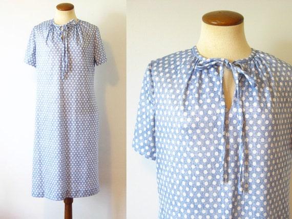 1970s Shift Dress Keyhole Tie Neck Pale Blue White Polka Dots Day Vintage 70s Short Sleeve Midi Length Large L Retro Boho Light Weight